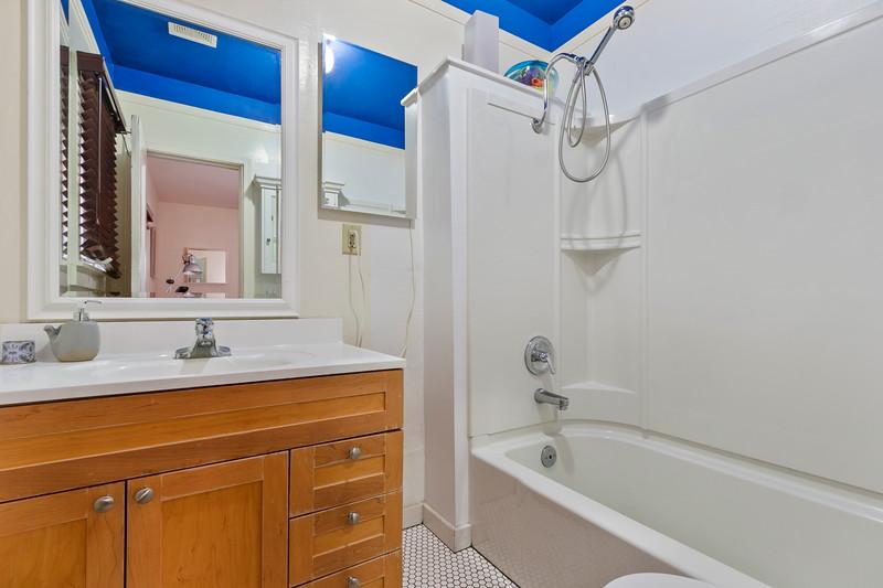 730 Park 13 Bathroom.jpg