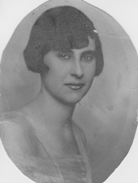 Mrs Mary Beck Grinstead about 19 yrs old bw scan cmx920.jpg