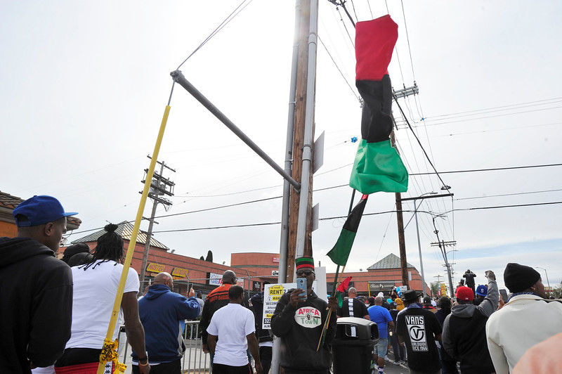 TODAY WAS A HISTORICAL DAY. THE CRIPS & BLOODS UNITED FOR PEACE HONORING NIPSEY HUSLTE. NO GUNS NO DRAMA. FOR PEACE TO BE A REALITY WE MUST WANT FOR OUR BROTHERS & SISTERS WANT WE WANT FOR OURSELVES. PHOTOGRAPHER VALERIE GOODLOE