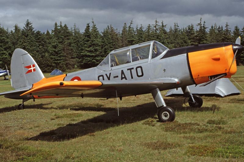 OY-ATO-DHC-1ChipmunkMk22-Private-EKVJ-1998-06-13-FB-04-KBVPCollection.jpg
