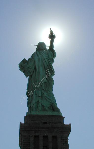 statue w sun-3010074.jpg