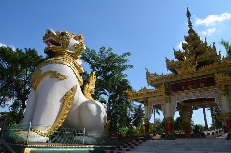 DSC_3682-ngahtatgyi-paya-entrance.JPG