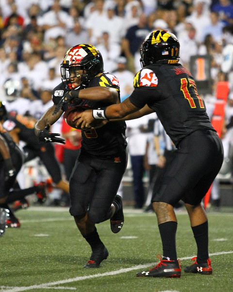 Maryland QB #17 Josh Jackson hands the ball off to RB #5 Anthony McFarland.