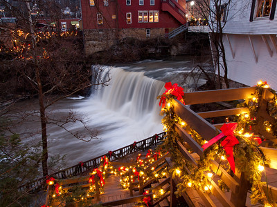 Chagrin Falls Holiday Lights - Dec 16, 2011