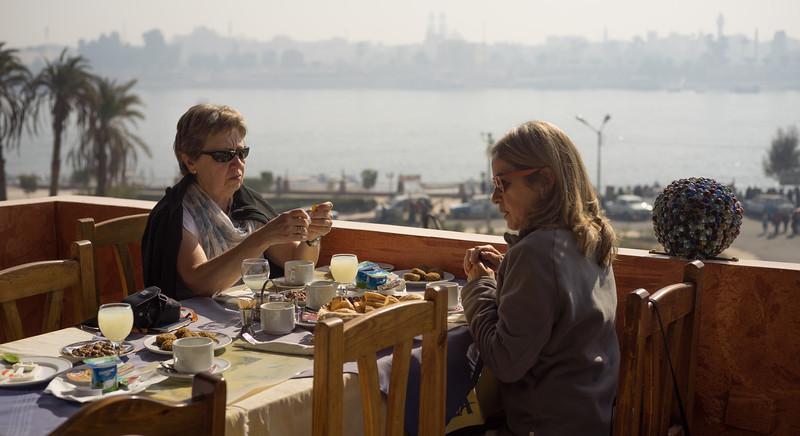 Desayuno en la terraza del Nile Valley Hotel. Lúxor