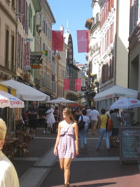 shopping_street.jpg