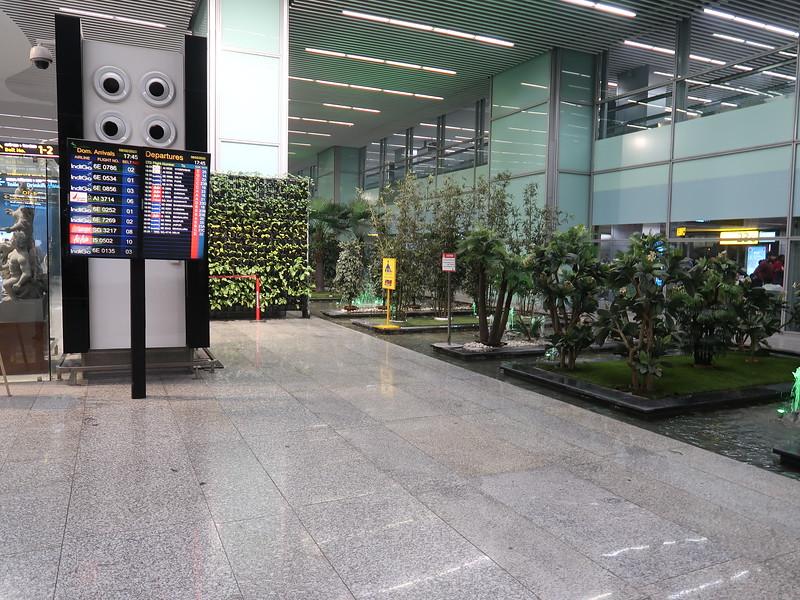 IMG_8459-arrivals-hall.JPG