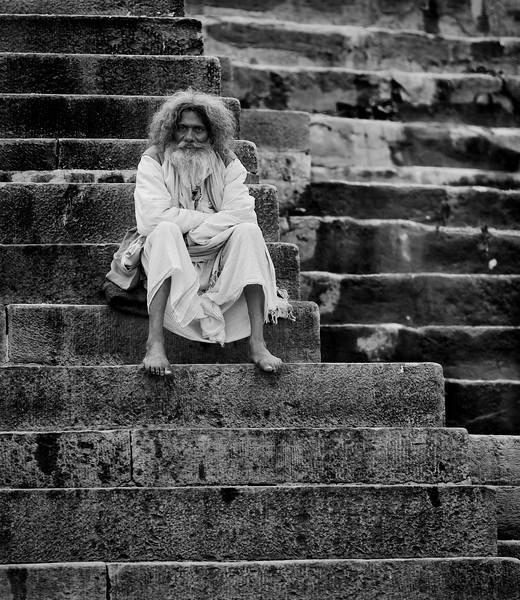 XK4L6028 Varanasi Baba blackandwhite high structure.jpg
