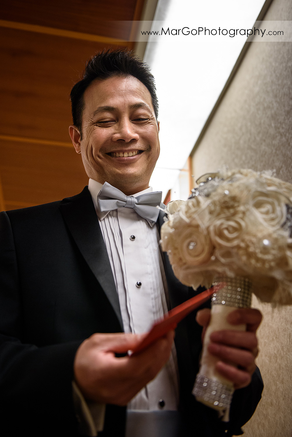 groom with money envelope at Hilton San Francisco Airport Bayfront in Burlingame