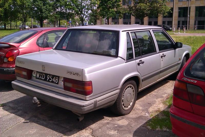Volvo740.jpg