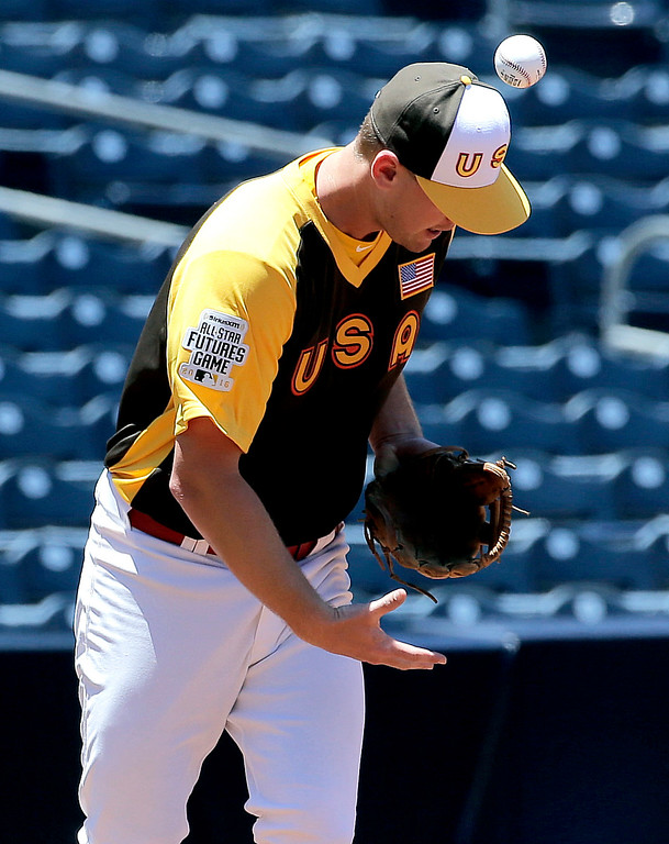 . U.S Team\'s Carson Kelly, of the St. Louis Cardinals, bobbles a ball during warm ups prior to the All-Star Futures baseball game against the World team, Sunday, July 10, 2016, in San Diego. (AP Photo/Matt York)
