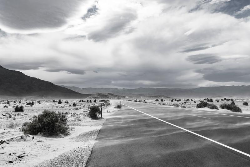 Death-Valley-Sand-Dunes-road-April2017b.jpg