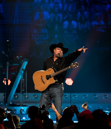Garth Brooks performs at the MTS Centre Friday June 17, 2016. (David Lipnowski for Metro News)