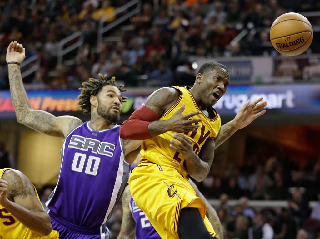 . Cleveland Cavaliers\' Kay Felder, right, is fouled by Sacramento Kings\' Willie Cauley-Stein during the first half of an NBA basketball game, Wednesday, Jan. 25, 2017, in Cleveland. (AP Photo/Tony Dejak)