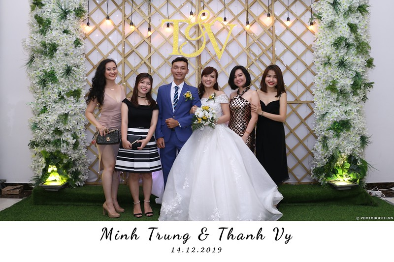 Trung-Vy-wedding-instant-print-photo-booth-Chup-anh-in-hinh-lay-lien-Tiec-cuoi-WefieBox-Photobooth-Vietnam-057.jpg