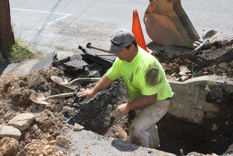 Replacing 100 Year Old Pipes, Greenwood St, Tamaqua, 8-30-2011 (2).JPG