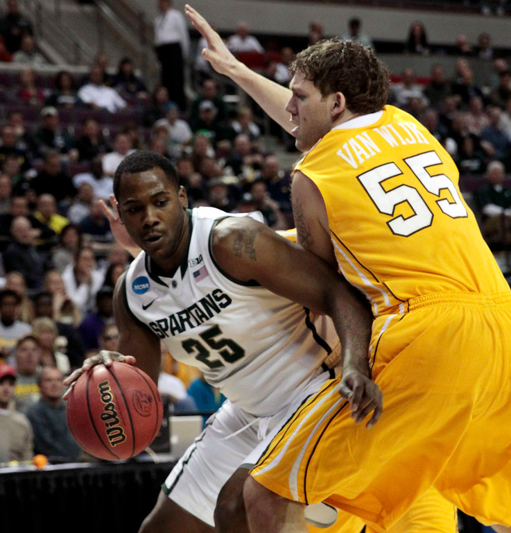 . Michigan State Spartans\' Derrick Nix (L) is defended by Valparaiso Crusaders\' Kevin Van Wijk during the first half of their second round NCAA tournament basketball game in Auburn Hills, Michigan March 21, 2013. REUTERS/Jeff Kowalsky