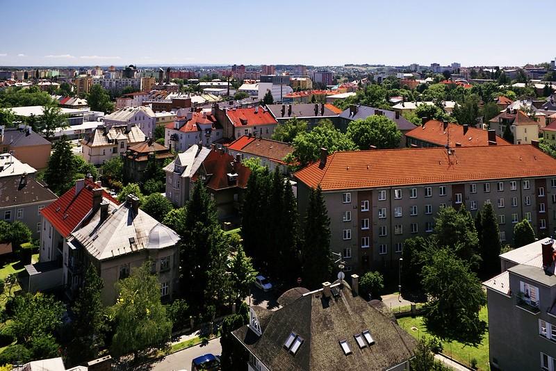 Pohled z hotelu Flora směrem k sídlišti Povel