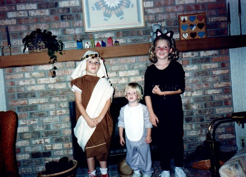 1989_Fall_Halloween Maren Bday Kids antics_0012_a.jpg