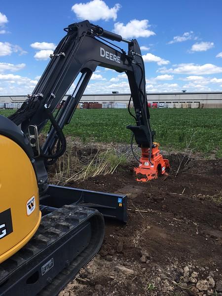NPK C4C plate compactor on Deere excavator with dual backfill blades 6-17 (1).JPG