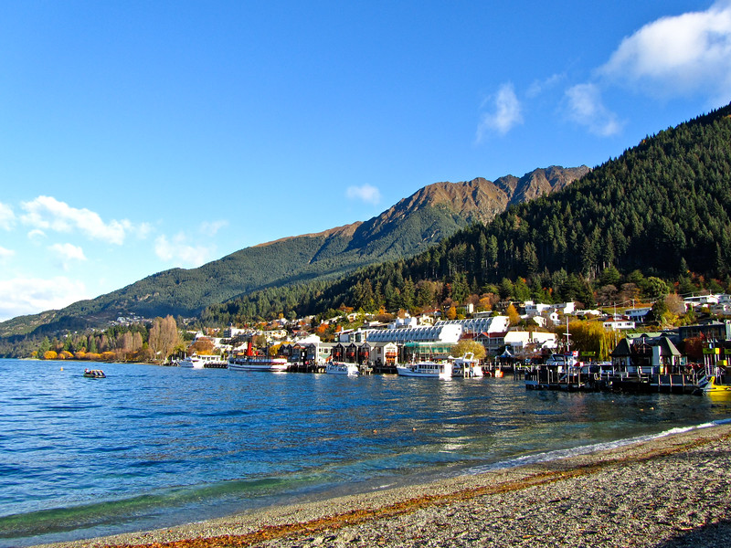 Lake Wakatipu lakeshore in Queenstown