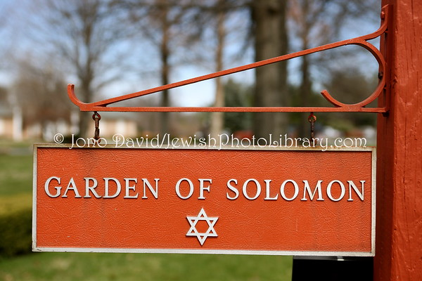 USA, Maryland, Frederick. Jewish sector, Resthaven Memorial Gardens. (3.2011)