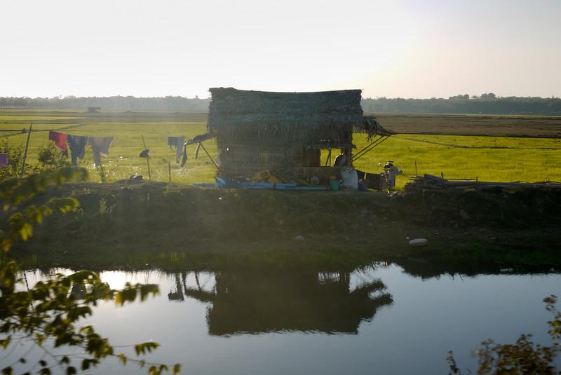 Kyaiktiyo Pagoda, Burma (14).jpg