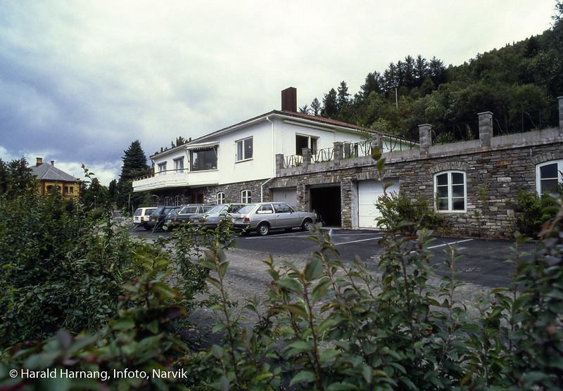Administrasjonsveien 1. Et hus (og en grunnmum) med lang historie.