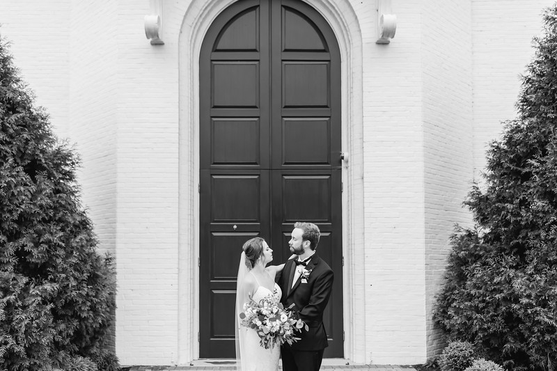 422_Ryan+Hannah_WeddingBW.jpg