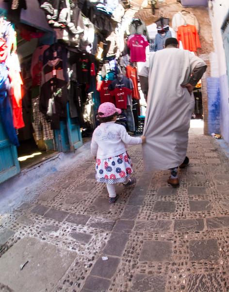 MoroccoGirlholdsonin MarketDSC_0833.jpg