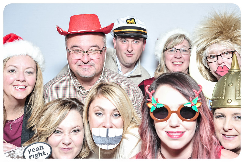 WDTN-TV-Holiday-Photobooth-23.jpg