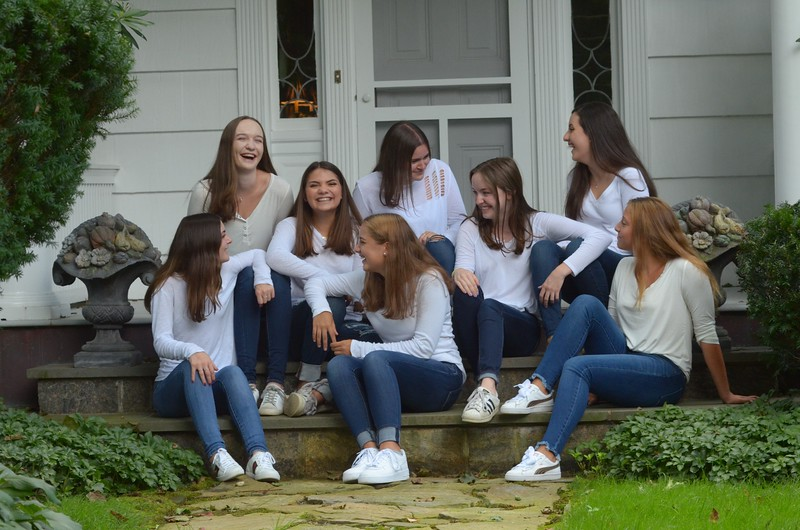 Julia Friend Group Pics - 48 of 308.jpg