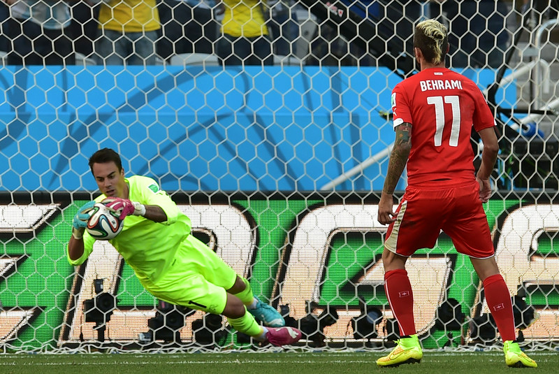 . Switzerland\'s midfielder Valon Behrami (R) looks on as Switzerland\'s goalkeeper Diego Benaglio makes a save during a Round of 16 football match between Argentina and Switzerland at Corinthians Arena in Sao Paulo during the 2014 FIFA World Cup on July 1, 2014.  (NELSON ALMEIDA/AFP/Getty Images)