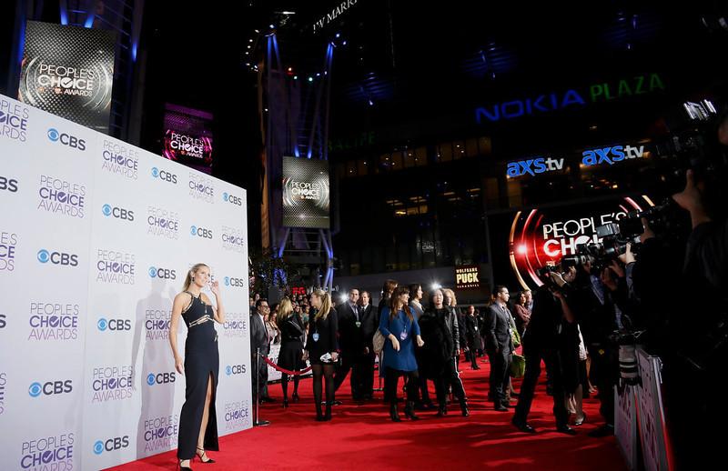 . Model and television personality Heidi Klum poses as she arrives at the 2013 People\'s Choice Awards in Los Angeles, January 9, 2013.   REUTERS/Danny Moloshok