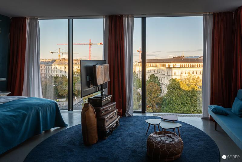 20191010-174439_25-hour-hotel_.jpg