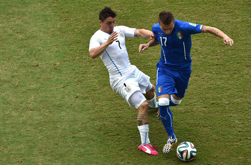 . Uruguay\'s midfielder Cristian Rodriguez (L) vies with Italy\'s forward Ciro Immobile during a Group D football match between Italy and Uruguay at the Dunas Arena in Natal during the 2014 FIFA World Cup on June 24, 2014.   YASUYOSHI CHIBA/AFP/Getty Images