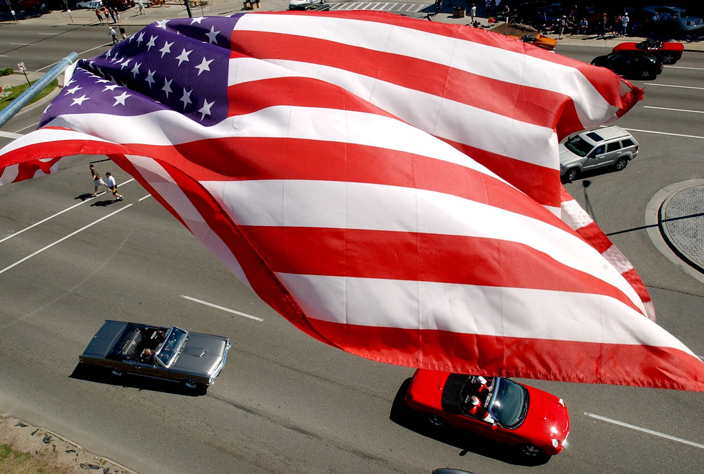 . From atop a hi-lo outside of Peabody\'s Restaurant, classic cars head southbound on Woodward Avenue during the annual Dream Cruise.  Photo taken on Saturday, August 16, 2008, in Birmingham, Mich.  (The Oakland Press/Jose Juarez)