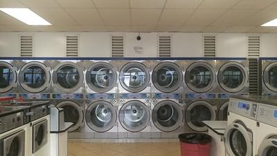 Super Suds Laundromat (Long Beach)
