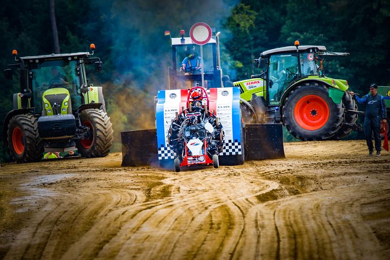 Tractor Pulling 2015-02371.jpg