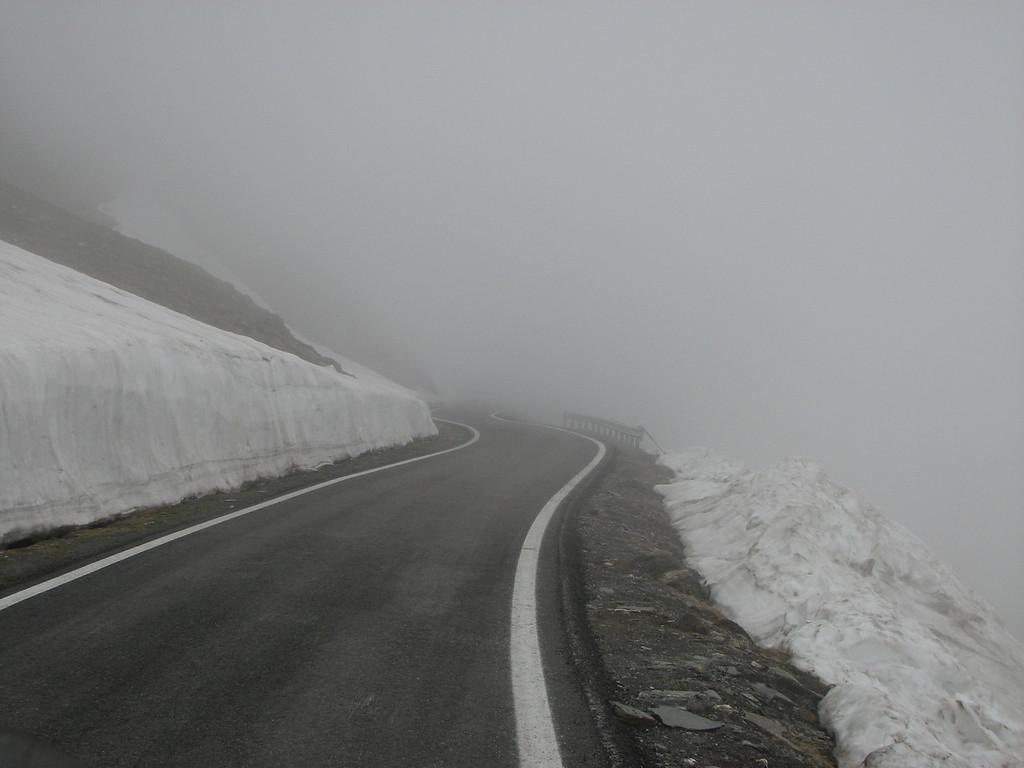 Juni 2010, Col d'angel 2744 m. Toen was het mooi weer aan de Franse zijde maar jammer genoeg mistig en sneeuw aan de Italiaanse zijde