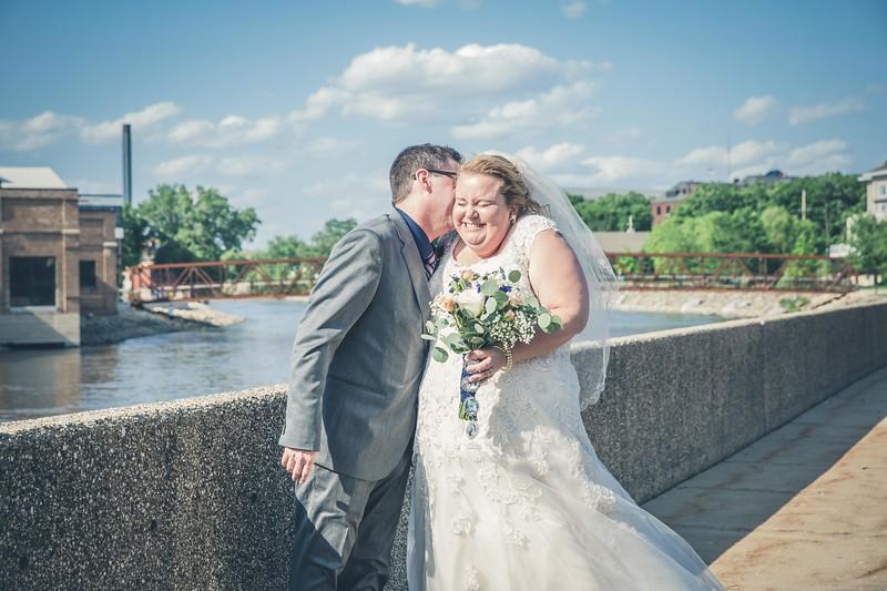Beloit-WI-Ironworks-hotel-Wedding-Photographere_m_68.jpg