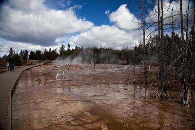 Yellowstone Fountain Paint Pot