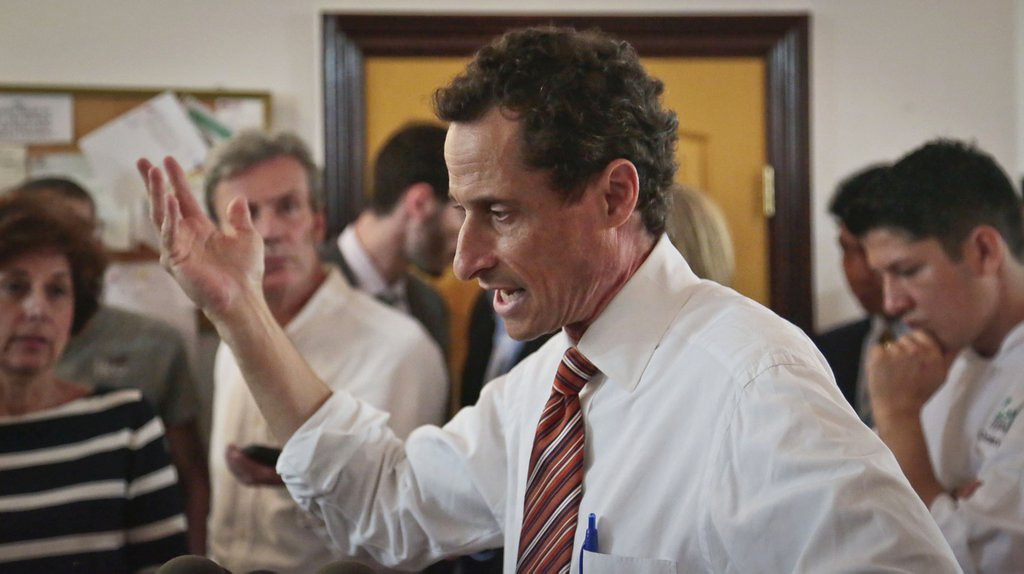 """. <p><b><a href=\'http://www.nytimes.com/2013/07/28/nyregion/weiners-campaign-manager-quits.html?_r=0\' target=\""""_blank\""""> 10. (tie) Anthony Weiner </a></b> <p>Campaign chief resigns, but his staff is holding firm. (previous ranking: 2) <p> --------------------------------------------   (AP Photo/Bebeto Matthews)"""