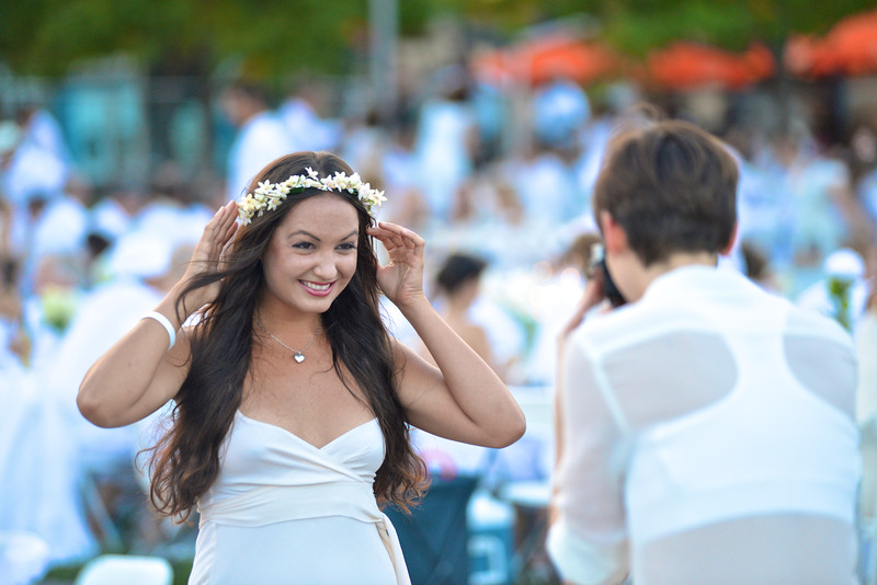 Fran Holuba, Kate Warren, The global phenomenon secret dinner party, Diner en Blanc, attracted over 1,300 guests all wearing white.  The Yards Park, Thursday, September 4, 2014.  Photo by Ben Droz