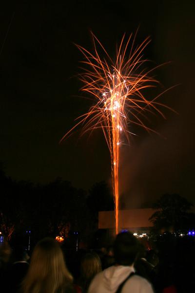 2007_1102putneyfireworks139_edited-2.JPG