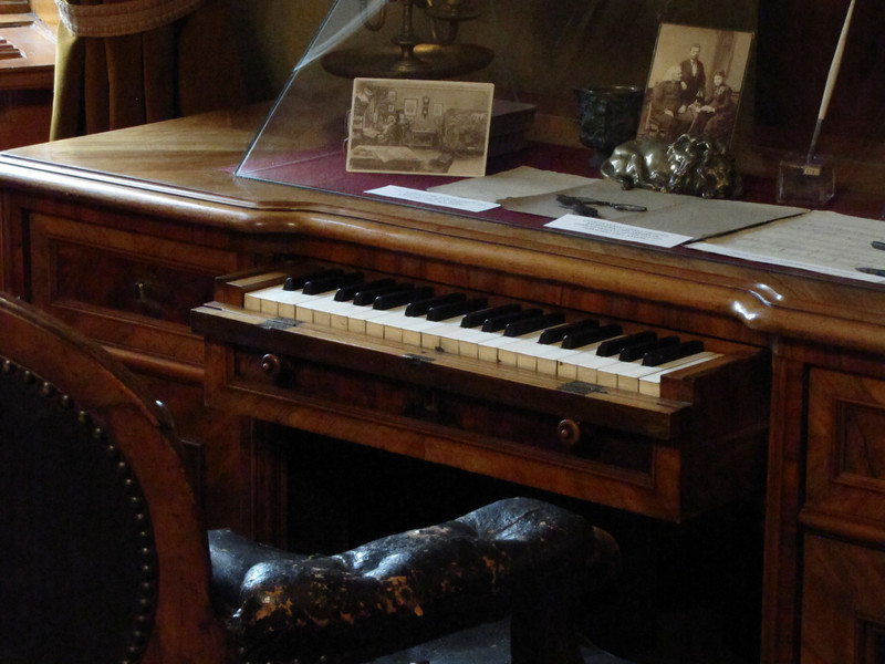 15-Liszt's composing keyboard. No indication that any sound emanated from it.