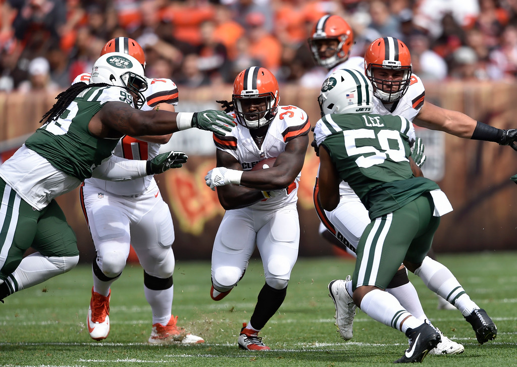 . Cleveland Browns running back Isaiah Crowell, center, runs for three yards during the first half of an NFL football game against the New York Jets, Sunday, Oct. 8, 2017, in Cleveland. (AP Photo/David Richard)