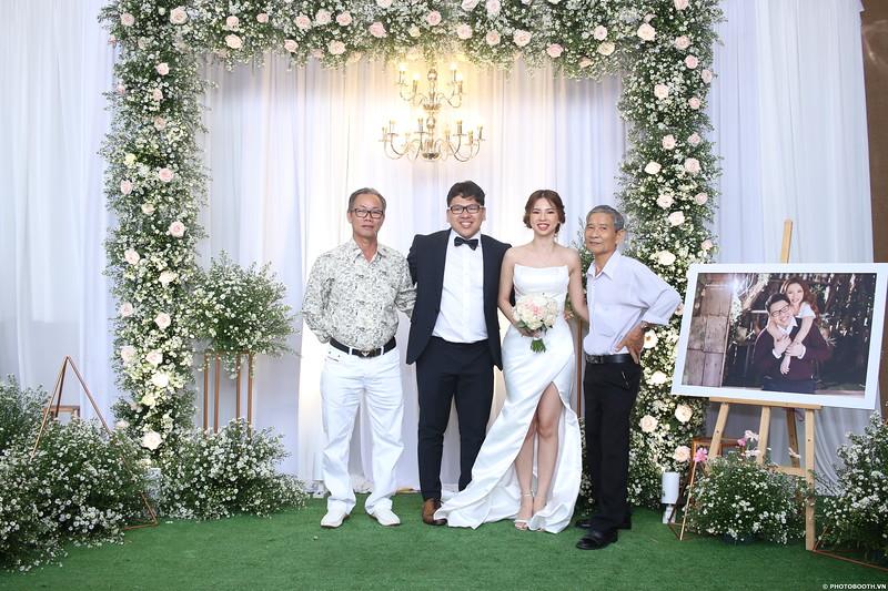 Vy-Cuong-wedding-instant-print-photo-booth-in-Bien-Hoa-Chup-hinh-lay-lien-Tiec-cuoi-tai-Bien-Hoa-WefieBox-Photobooth-Vietnam-090.jpg