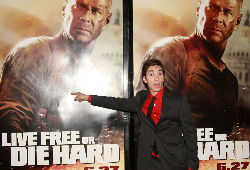 """. NEW YORK - JUNE 22:  Actor Justin Long attends the premiere of \""""Live Free Or Die Hard\"""" presented by Twentieth Century Fox at Radio City Music Hall on June 22, 2007 in New York City.  (Photo by Evan Agostini/Getty Images)"""