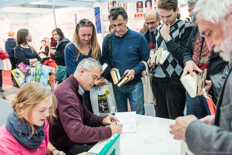 """Autogrammjade auf der """"Buch Wien"""" mit Ilija Trojanow"""